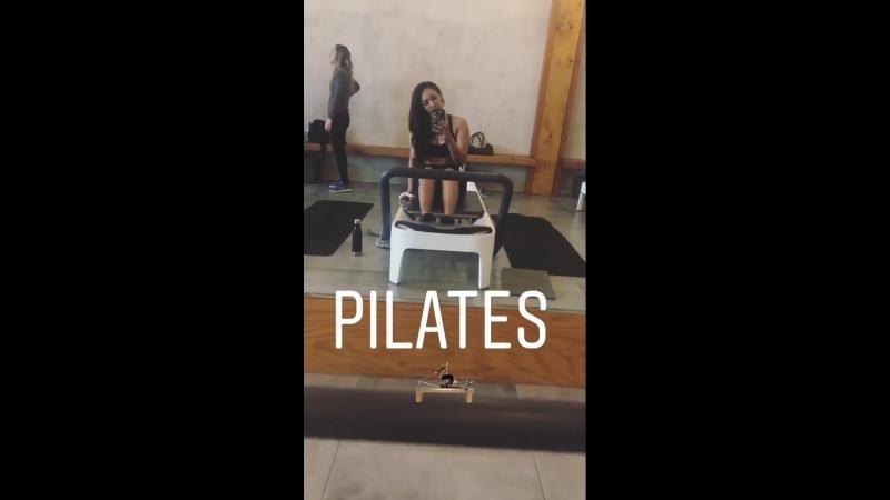 Кэндис занимается пилатесом