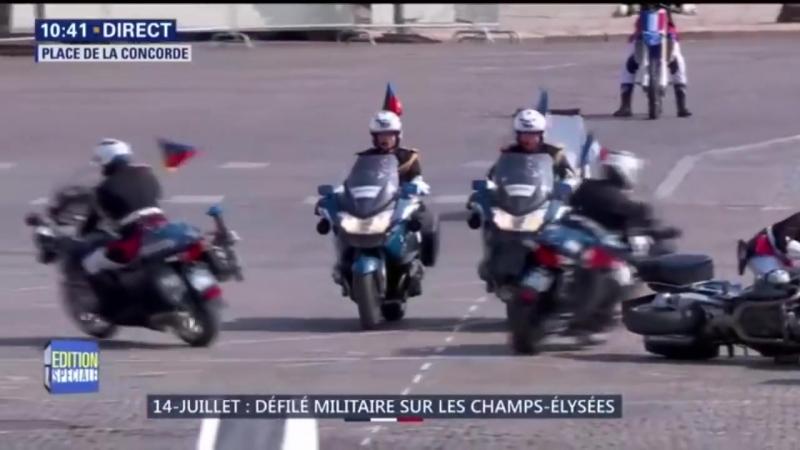 Два мотоциклиста на глазах у Макрона врезались в День Взятия Бастилии