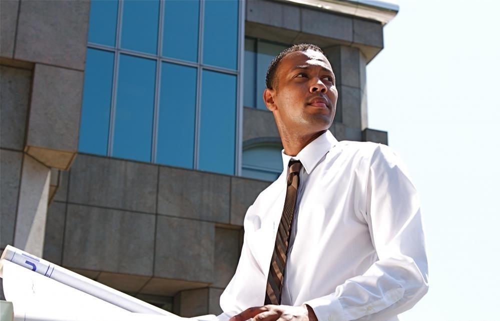 Структуры, на которых работают коммерческие архитекторы, включают офисные здания и торговые центры.