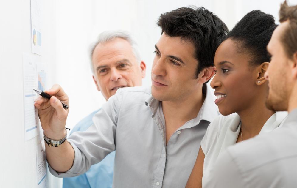 Коммуникация, совместная работа и внимание к деталям - это навыки, необходимые для работы в качестве коммерческого архитектора.