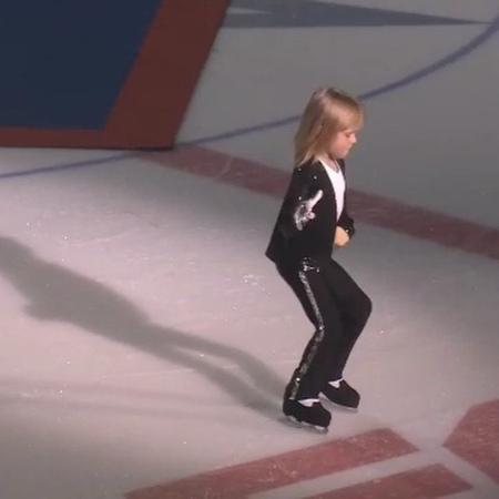 Сын фигуриста Евгения Плющенко и продюсера Яны Рудковской выступил на открытии академии отца с танцевальным номером в стиле Майкла Джексона.
