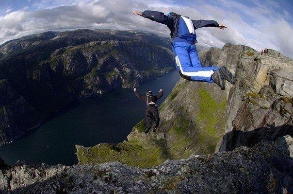 9 самых страшных развлечений для путешественников 1. прыжок в бассейн дьяволаафриканский водопад виктория — одно из самых зрелищных природных явлений на земле. 108 метров в высоту, и 1800 — в