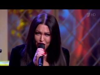 Ирина Дубцова и участница Голос60+ Наталия Бутусова поют дуэтом песню «Кому? Зачем?»