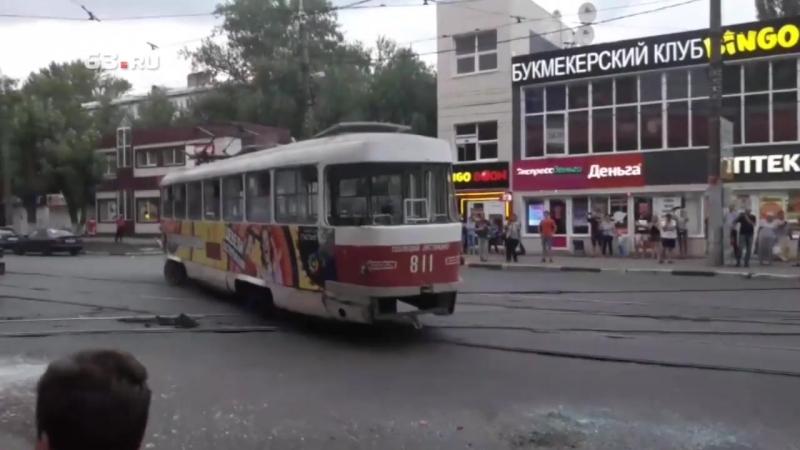 Трамвай сошёл с рельсов у «Авроры»