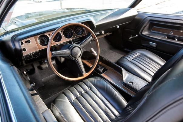 Обзор : Dodge Challenger R/T 426 Hemi `1971 Двигатель: 7.0 V8 Hemi 426 Система питания: Два 4-камерных карбюратора Carter AFBМощность: 425 л.с. при 5000 об/минКрутящий момент: 664 Нм при 4000
