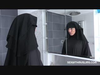 Sexwithmuslims - Randy worker helps Valentina Ross in niqab Мусульманка,Арабка,Секс,Порно,Восточное порно,Минет