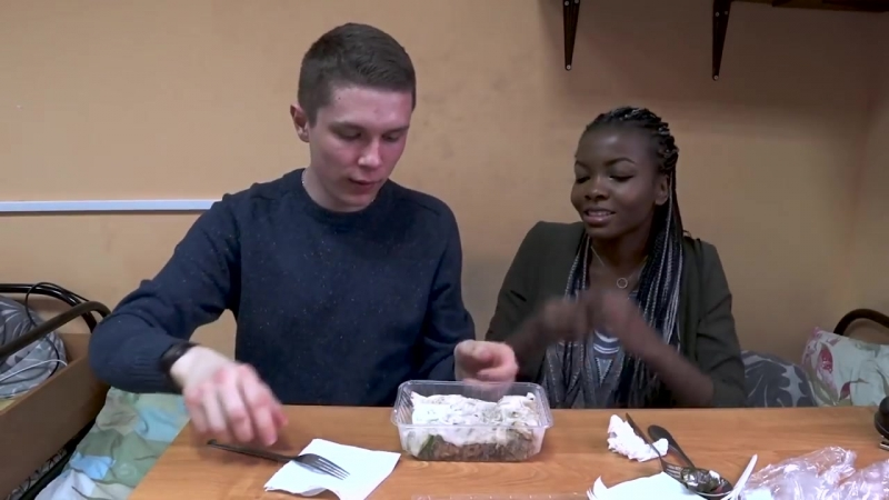 Африканка пробует русско грузинскую еду первый раз в жизни
