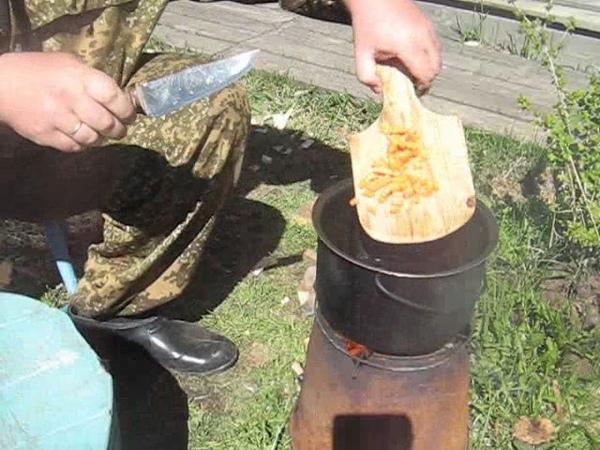 Посадка картофеля в гряды на сыром участке, готовлю кашу