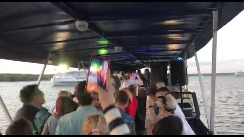 Miss Baas live Pon Boat one more