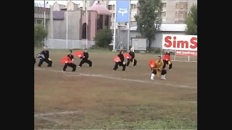 Комплекс с веером. Выступление клуба «Шаолинь» на фестивале боевых искусств, г. Красноярск, 2005 год, стадион «Локомотив»