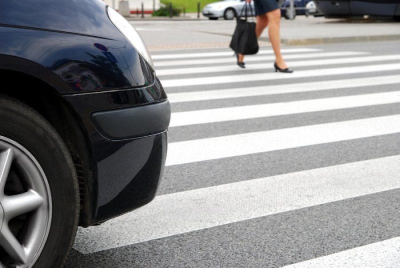 Житель Зеленчукской на автомобиле сбил девушку и скрылся с места ДТП