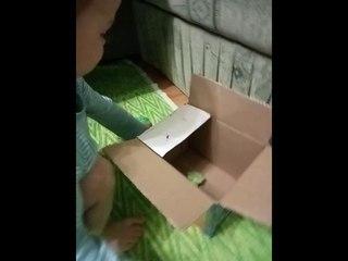 Малыш играет с самодельным автобусом#автобус из картонной коробки#развивашка