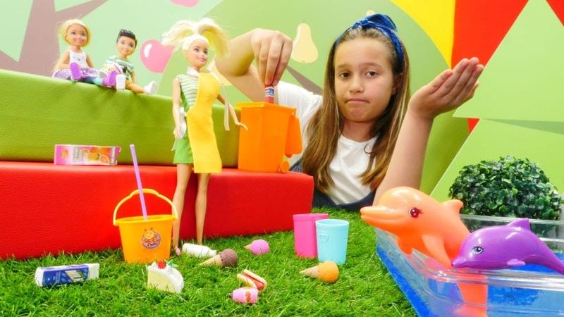 Barbie oyunları. Yunus gösterisi alanında! Kız oyuncakları.