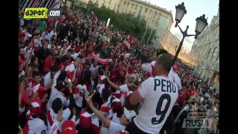 Perú en Rusia 2018 banderazo MUNDIAL de los hinchas peruanos en Moscú[1]