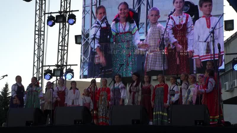 Выступление ансамбля Родничок на праздновании дня города Саратова песня Ехал Кузя