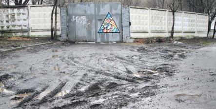 «Вечно грязный» участок около хоздвора «Жилищника» Алексеевского приведут в порядок