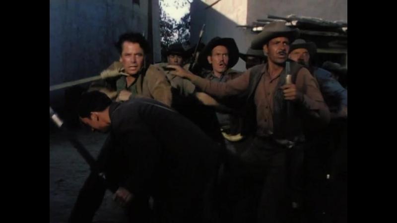 Человек из Аламо (1953). Нападение бандитов на город