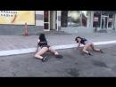 Астраханки станцевали возмутительный танец возле ночного клуба