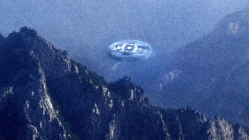 Huge UFO filmed in THAILAND Latest UFO Sighting