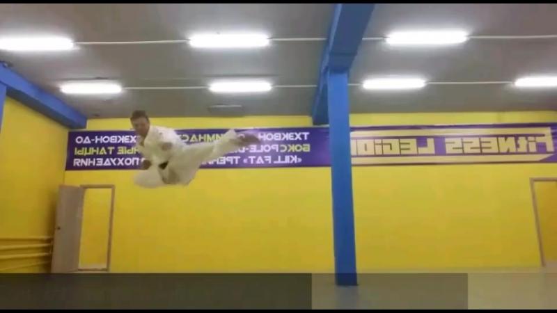 ВЬЮХИН Алексей, тренер по ТХЭКВОН-ДО, черный пояс 2-й дан.