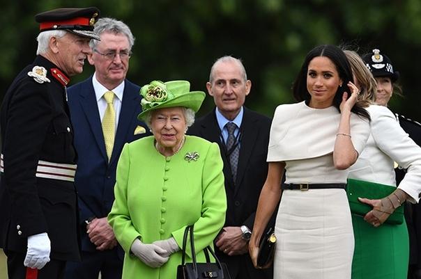 Первый совместный выход Меган Маркл и королевы Елизаветы II: фото и подробности