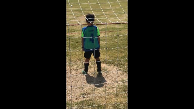 Goalkeeper вратарь