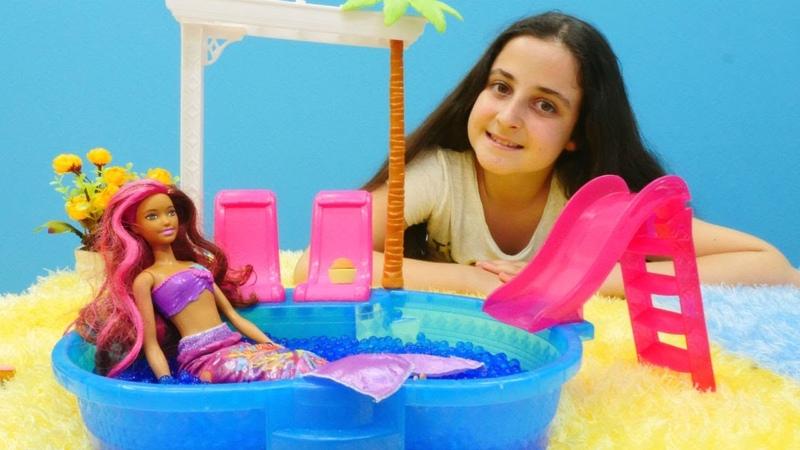 Oyuncak denizkızı Eylül ile arkadaş oluyor. Kız oyunu!