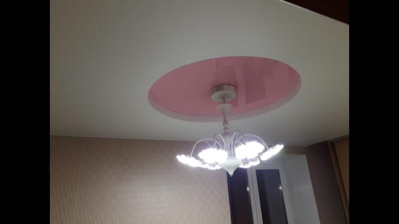Двухуровневый натяжной потолок в спальне (белый матовый розовый глянец)