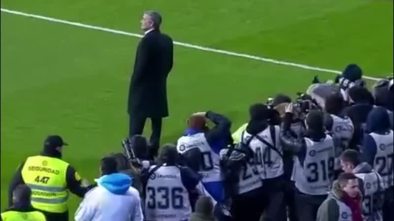 José Mourinho Enfrenta Sozinho o Santiago Bernabéu.mp4