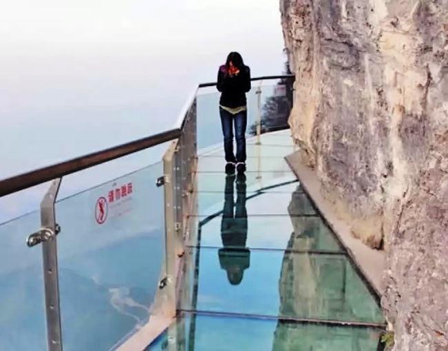 Стеклянная Тропа страха на высоте 1430 метров!