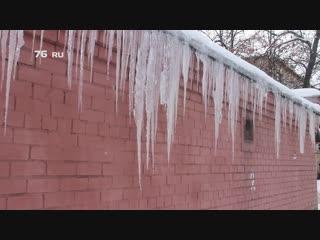 В Ярославле на домах выросли гигантские сосульки