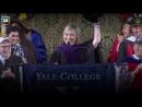 Хиллари Клинтон принесла в Йельский университет шапку-ушанку