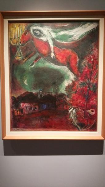 Обалденная картина Витебского художника Марка Шагала. Тут он типа жену нарисовал, которой снится, как она на коне над городом и церквочкой летит.  23 июня 2018