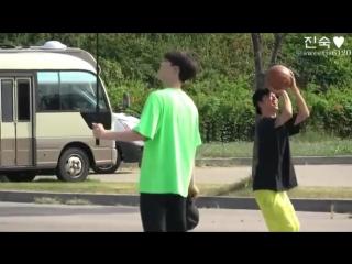 Енгук играет в баскетбол)) mp4