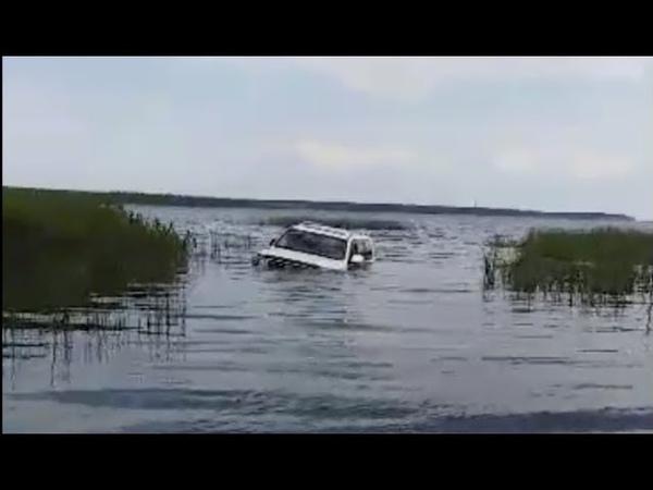 Toyota Land Cruiser Drowns / Тонущий Ленд Круизер