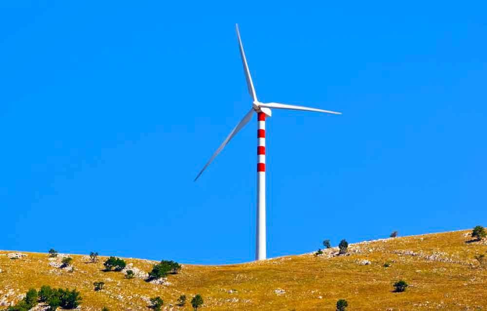 Ветровые турбины являются турбогенераторами, которые полагаются на ветер вместо пара