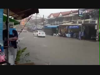 Meanwhile in pattaya.... 💧☔☔
