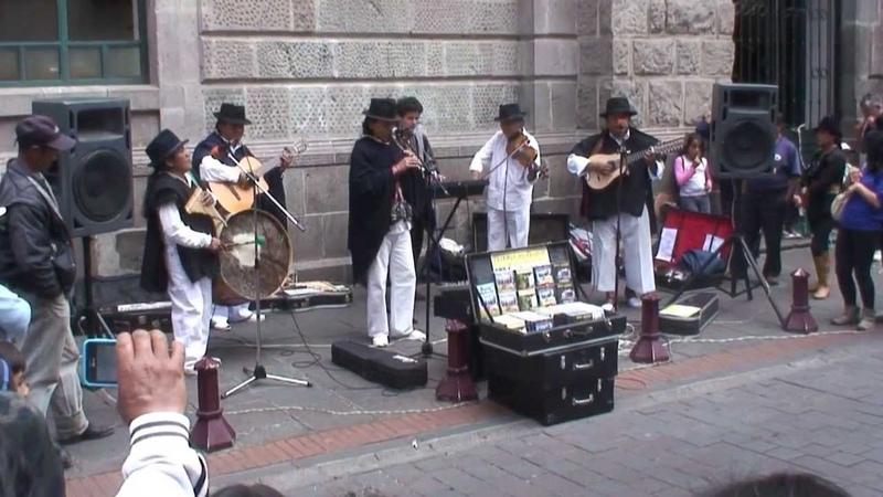 Ñanda Mañachi en las calles de Quito, Ecuador