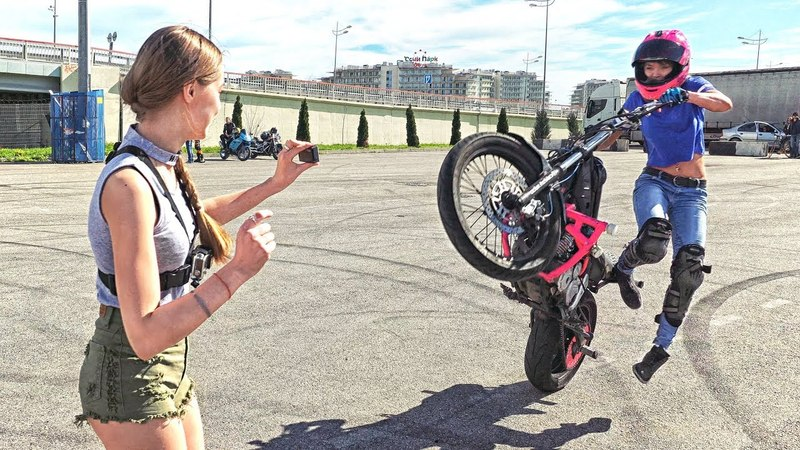 Мото девушка чуть не сбила человека выполняя трюк Я в ШОКЕ от её вождения мотоцикла