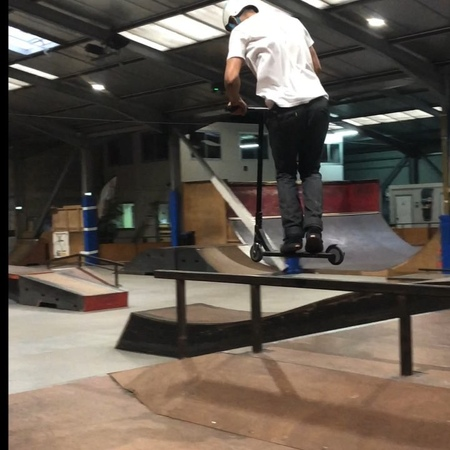 """Didine Terchague QLF 🔇 on Instagram """"😬@blunt_scooters @envyscooters @allispossibleclothing @skateparklehangar bluntscooters envyscooters blunt..."""