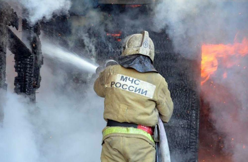 Хозпостройка сгорела в Зеленчукской