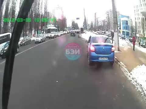 Момент наезда на пешеходов на перекрестке Щорса - Архиерейская в Белгороде