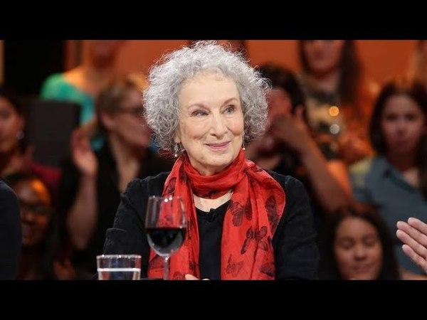 Margaret Atwood auteure de lœuvre La servante écarlate à Tout Le Monde En Parle TLMEP