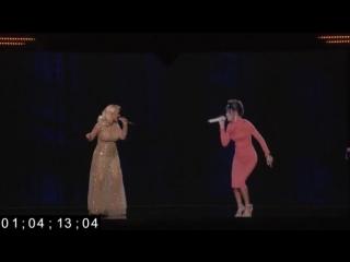 Новые технологии: новаторское выступление дуэта Кристины Агилеры с голограммой Уитни Хьюстон 2016