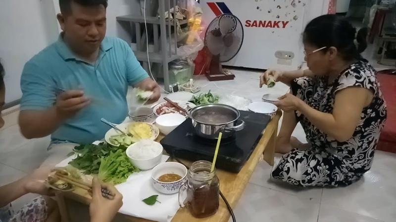 Bữa Ăn Gia Đình Đơn Giản Bò Nhúng Dấm Cuốn Bánh Tráng