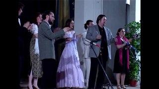 Русский хор отлично поёт абхазскую песню.