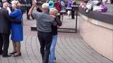 Танцуем в парке под песню СТАРОЕ КАФЕ! Music! Dance!