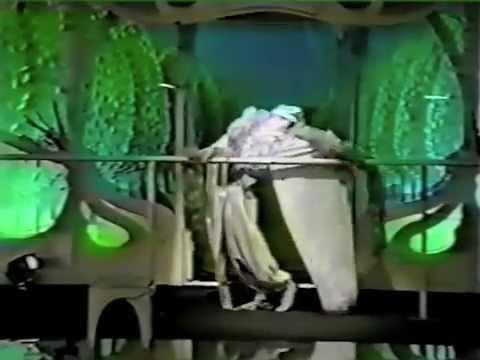 Служанки - Выход Мадам 1992 (Daniel Lavoie -- Ils s'aiment)