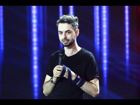 Radu Bucălae Stand up Comedy cu mâna ruptă