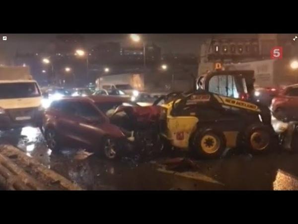 Авто всмятку! Массовое ДТП со снегоуборочной техникой произошло в Москве